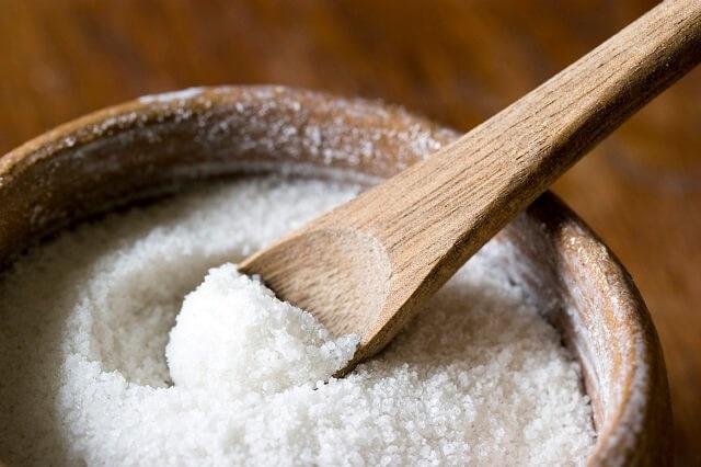 Tác dụng của muối trong việc trị mụn