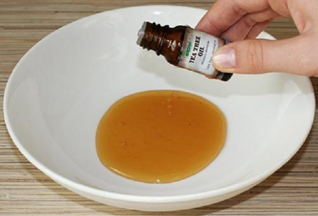 Trị mụn trứng cá bằng tinh dầu tràm trà - Mun trung ca