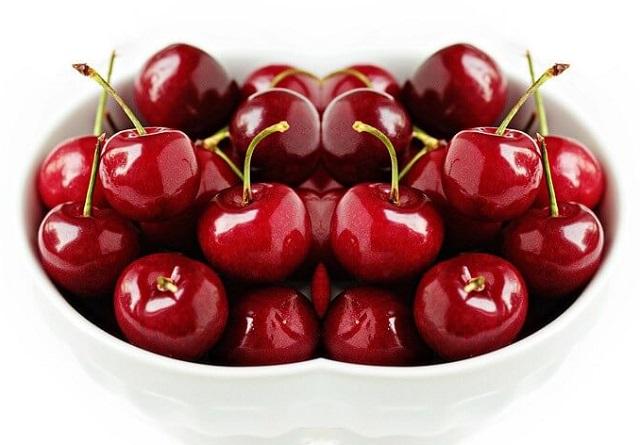 Trị mụn đầu đen bằng quả cherry