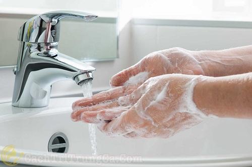 Cách nặn mụn ẩn dưới da tại nhà