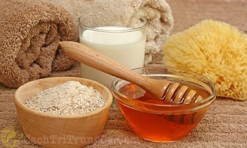 Cách trị mụn bọc bằng mật ong và cám gạo