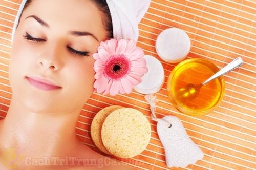 Hạn chế thoa mật ong quá nhiều lên da mặt