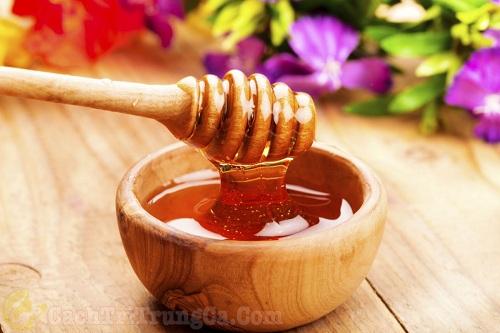 Cách trị sẹo thâm mụn bằng mật ong nguyên chất