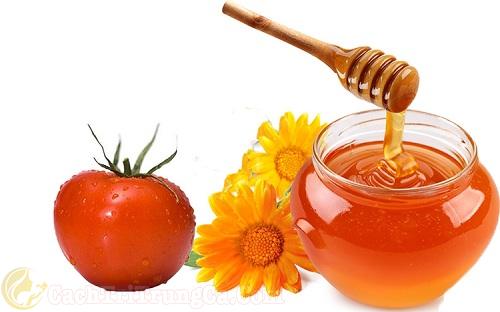 Mật ong và cà chua trị vết thâm mụn hiệu quả