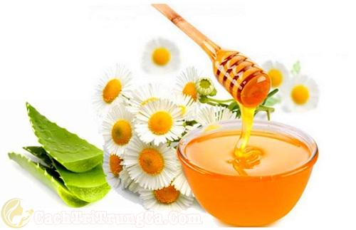 Kết hợp mật ong, nha đam trị vết thâm mụn