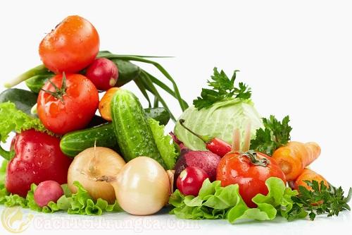 Bổ sung nhiều rau xanh, hoa quả tươi sau quá trình nặn mụn