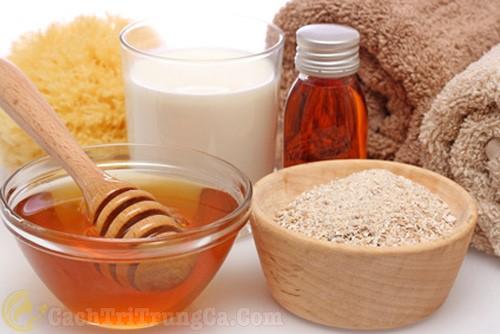 Trị mụn lưng bằng mật ong và bột yến mạch
