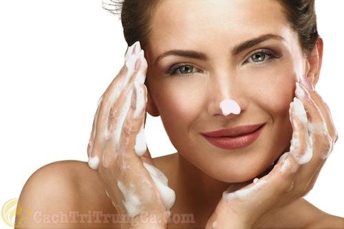 Sữa rửa mặt trị mụn acnes có tốt không, giá bao nhiêu?