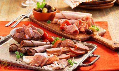 Người bị nổi mụn nhọt nên ăn gì và kiêng ăn gì tốt?