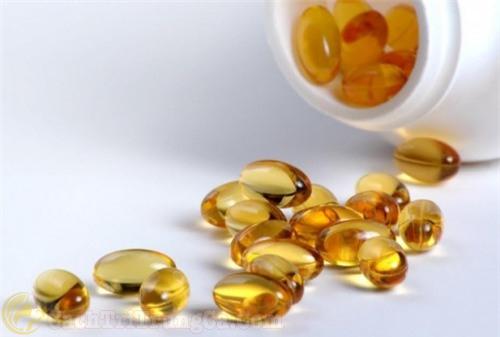 Sử dụng vitamin E bôi lên mặt hằng ngày