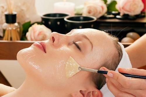Chăm sóc da mặt bằng dầu dừa đơn giản