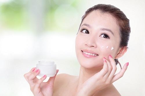 Chăm sóc da mặt mùa đông không còn lo nẻ và khô da
