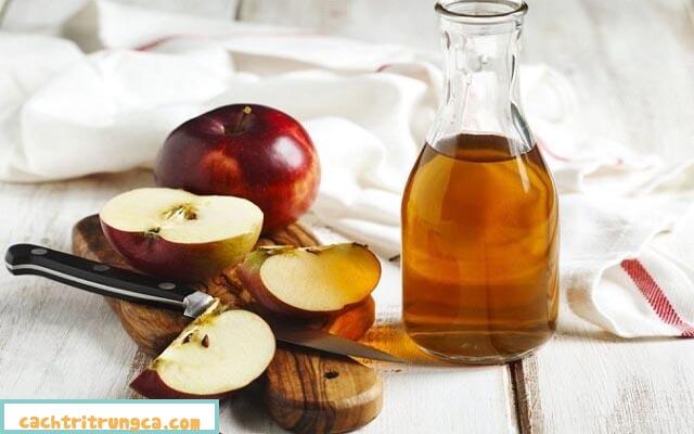 Dùng dấm táo trị thâm mụn rất hay