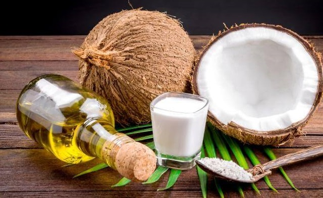 Trị mụn ẩn bằng dầu dừa