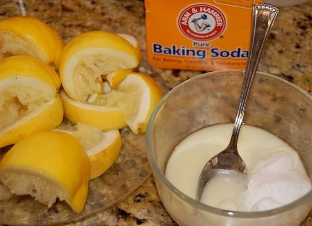 Trị mụn cám trên trán bằng baking soda
