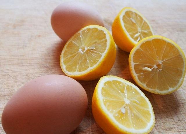 Trị mụn cám trên trán bằng trứng gà