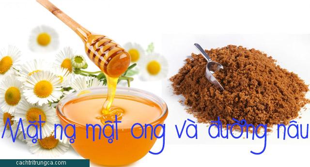 trị mụn dưỡng trắng từ mật ong
